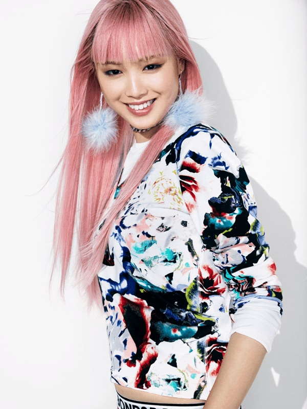 FIVE MINUTES WITH BONDS BABE FERNANDA LY