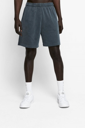 Model wears size Medium, is 186cm tall with 87cm chest and 79cm waist